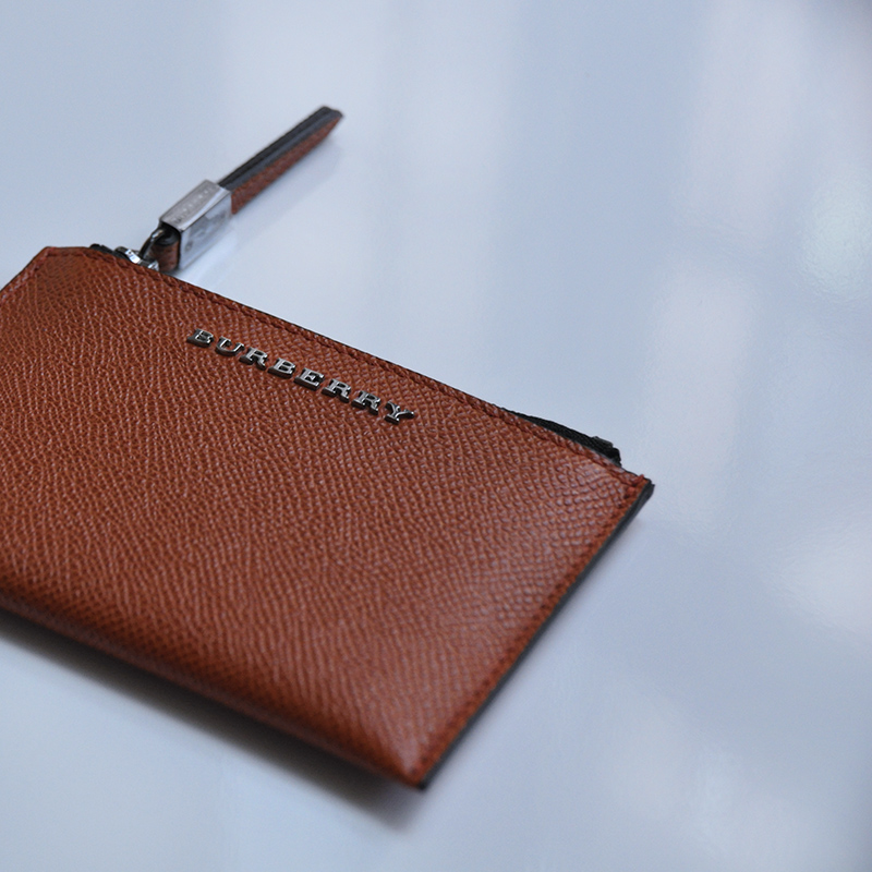 burberry-credit-card-holder