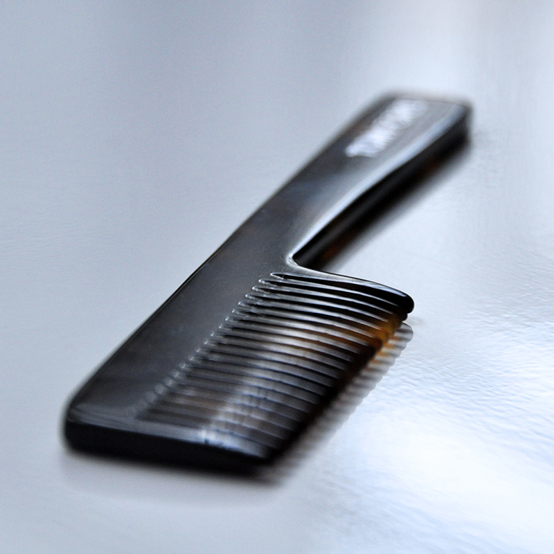tom-ford-beard-comb-tortoiseshell
